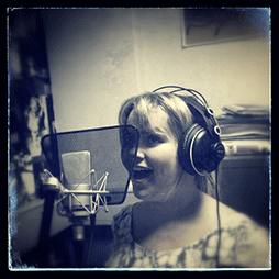 Fabulous singer, Rachael Ross, records with tommakesmusic